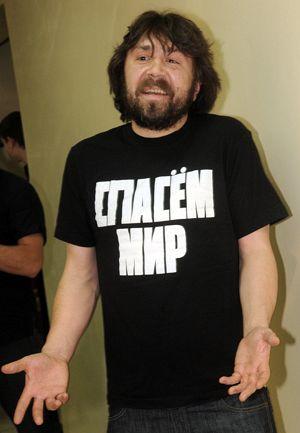 Сергей Владимирович Шнуров (Шнур) родился тринадцатого апреля 1973 года в городе Ленинград – рок музыкант российского происхождения, а также лидер групп «Ленинград» и «Рубль».