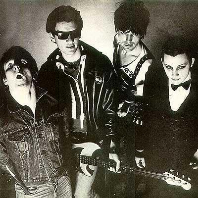 Апрель 1977 года - The Damned первая в истории британская панк-группа проводит короткий гастрольный тур в США.