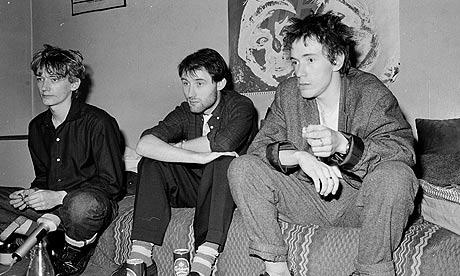 1978 год, выходит дебютный сингл группы «Public Image», исполненый в лирическом стиле.
