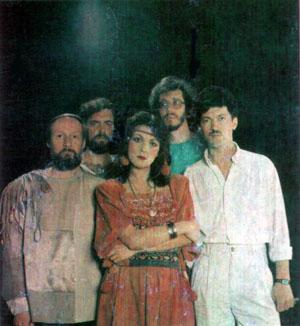 В 1979 году  Марина совместно с своим мужем Берендюковым  Юрием, создают творческий проект под звучным названием «Яблоко».
