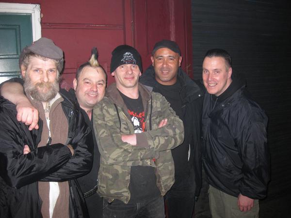 Взяв за основу звучание панка средины 70-х,   Discharge становятся лидерами панк-движения  «UK 82»