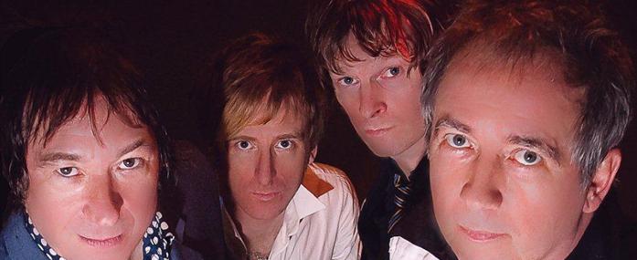 В 1991 году вышел первый концертный мини-альбом «Alive Tonight».