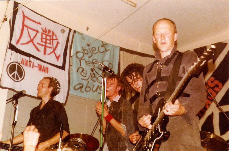Crass - были основоположниками широкой молодежной субкультуры исповедующей анархо-пацефизм