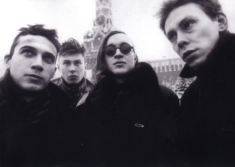 Гражданская оборона - советская и российская рок-группа, играющая в стиле панк-рок, а именно арт-панк и пост-панк.