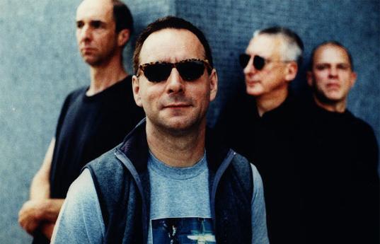 В 2000 году Wire возобновляет концертные выступления в Великобритании, на которых исполняет в основном старые композиции