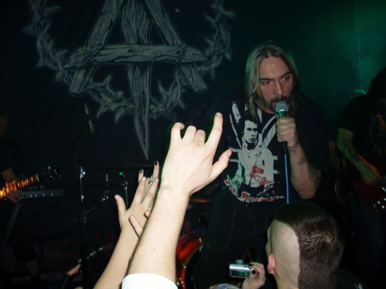 """13.12.2012 """"Король и Шут"""" выступили с сольным концертом в Rock Sity Club, что в Новосибирске."""